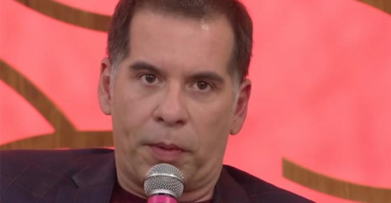 Leandro Hassum desabafa sobre críticas de seu personagem na Escolinha do Professor Raimundo (Imagem: Reprodução)