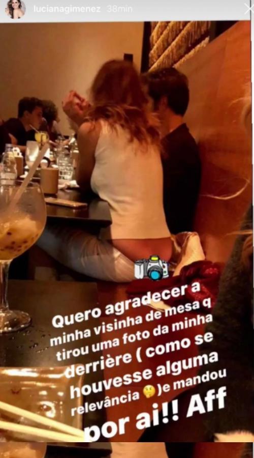 Luciana Gimenez teve bumbum exposto em restaurante e foto viralizou (Foto reprodução Instagram)
