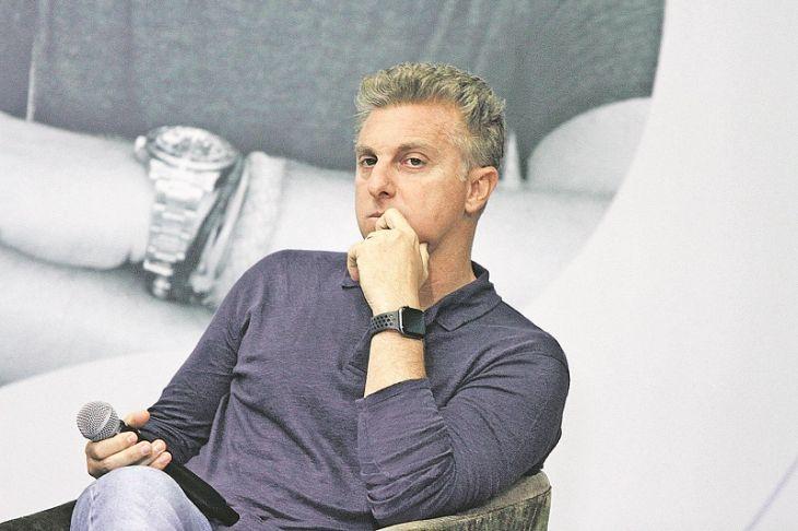 O apresentador do Caldeirão do Huck, da Globo, Luciano Huck foi envolvido em polêmica (Foto: Divulgação)