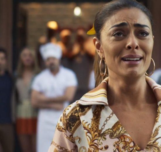 Maria da Paz fica desolada ao perder sua fábrica em A Dona do Pedaço (Foto: Reprodução/Globo)