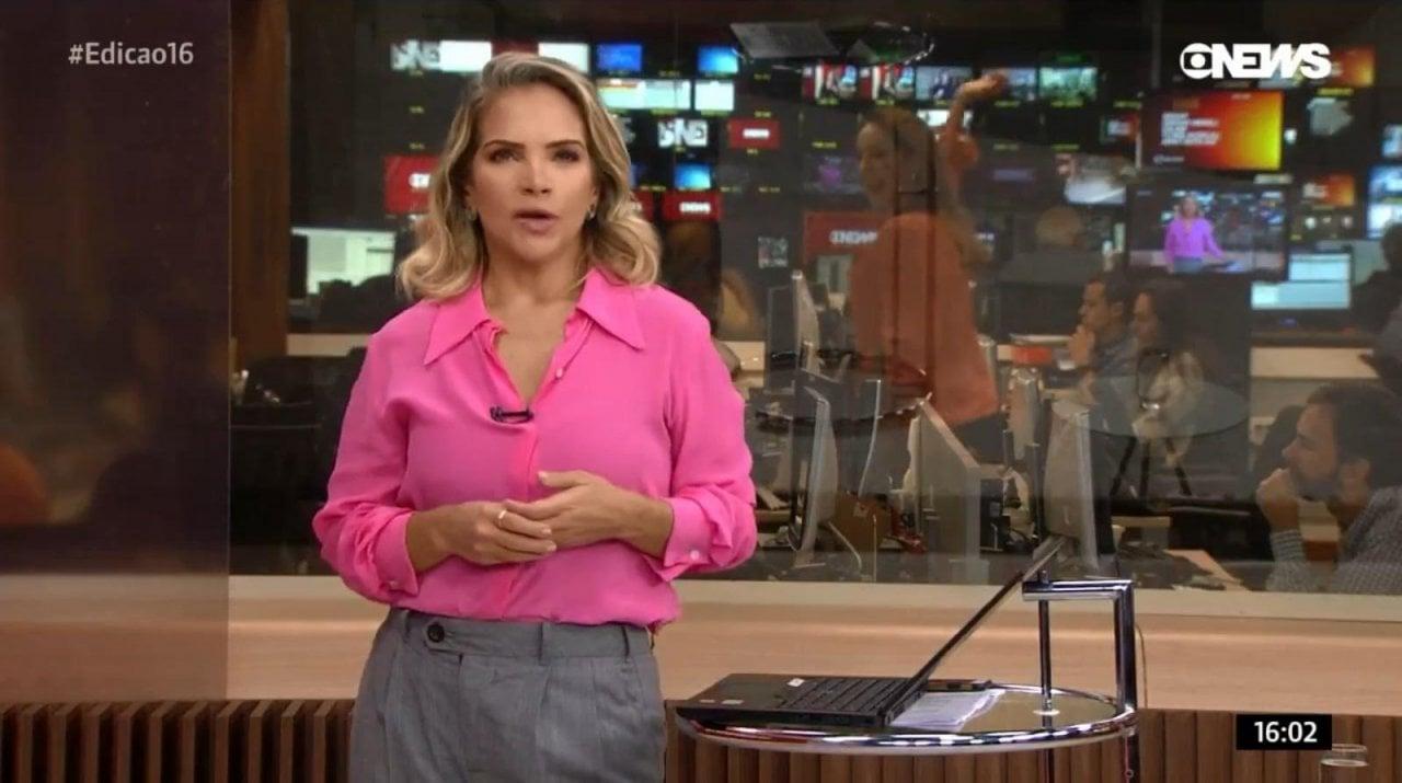 Maria Beltrão é flagrada rebolando ao vivo enquanto Leila Sterenberg apresenta jornal na Globo News (Imagem: Reprodução)