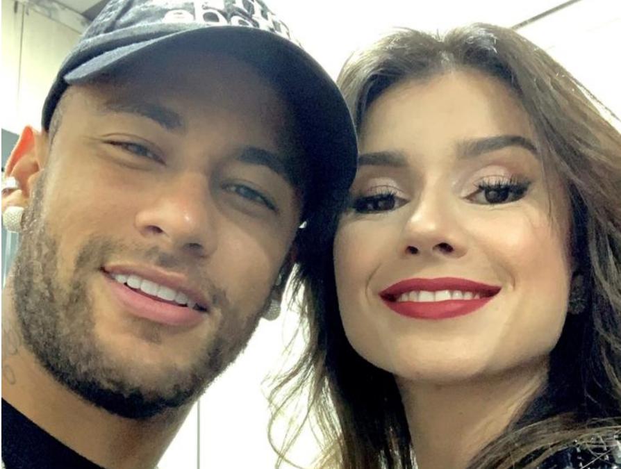 A cantora sertaneja, Paula Fernandes recebeu o jogador e ex-namorado de Bruna Marquezine, Neymar (Foto: Reprodução)