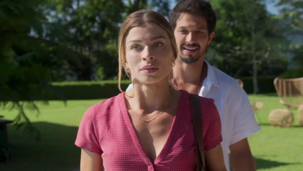 Em Bom Sucesso, Marcos canta Paloma (Foto: Reprodução/Globo)