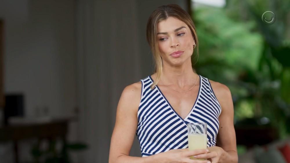 Paloma (Grazi Massafera) se descuida e seca Marcos (Romulo Estrela) em cena de Bom Sucesso