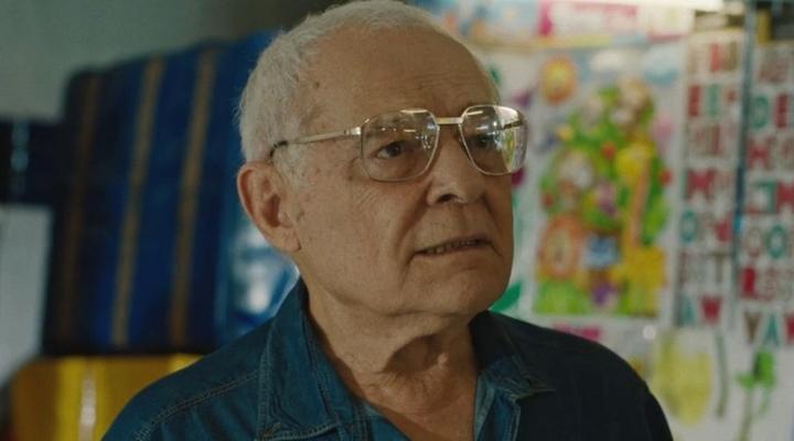 Othon Bastos em cena da série Carcereiros. (Foto: Divulgação)