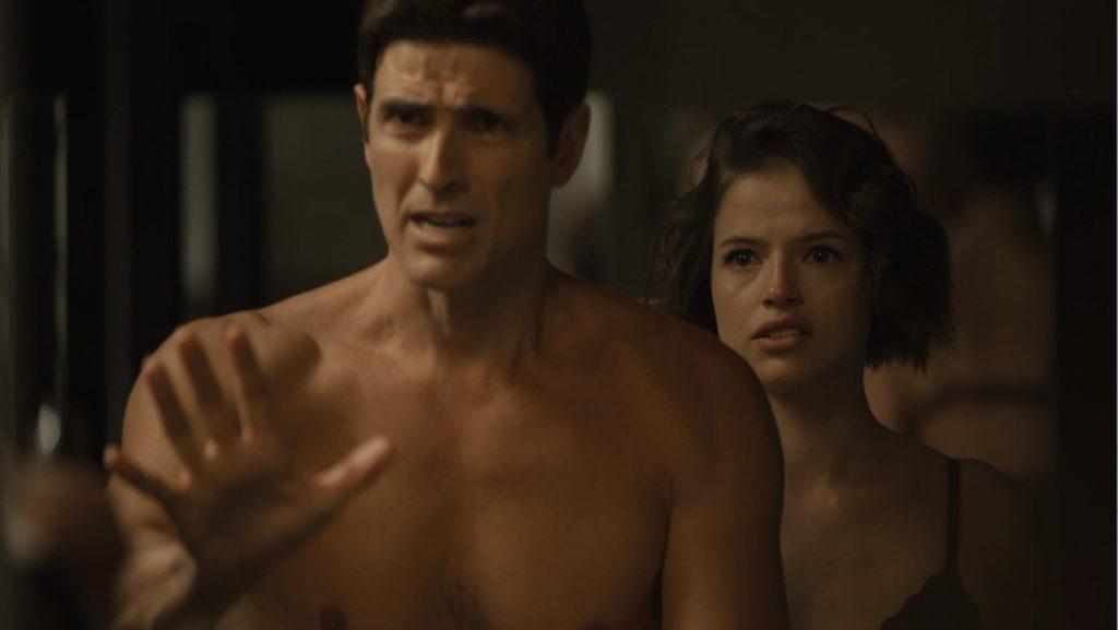 Em 'A Dona do Pedaço', Régis (Reynaldo Gianecchini) se apavora com o descontrole de Maria da Paz (Juliana Paes) — Foto: TV Globo