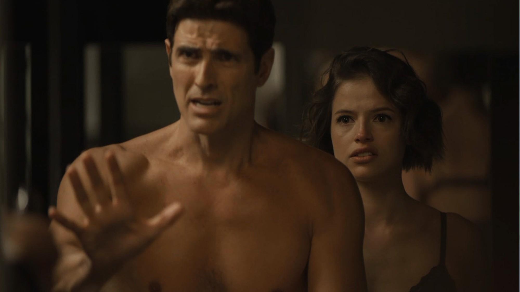 Reynaldo Gianecchini (Régis) e Agatha Moreira (Josiane) em cena de A Dona do Pedaço (Foto: Reprodução/Globo)