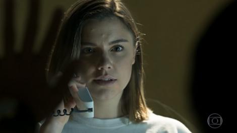 Alice Wegmann (Dalila) em cena de Órfãos da Terra, que fechou com audiência em queda (Foto: Reprodução/Globo)