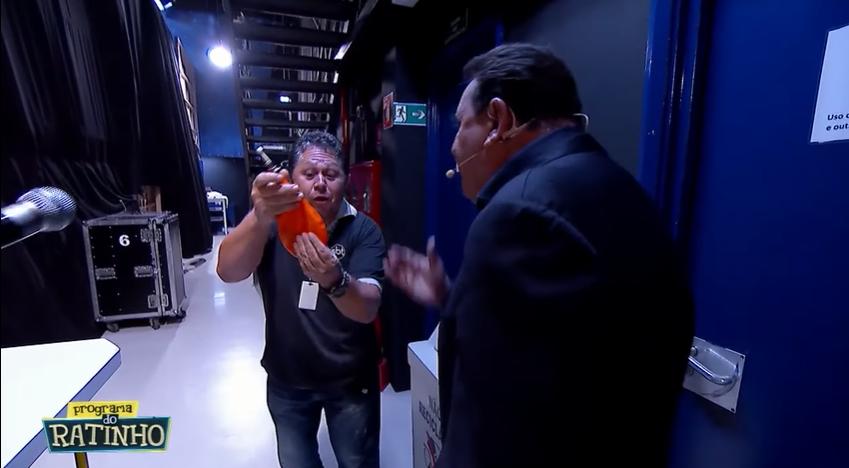 Ratinho ameaçou funcionário de demissão após erro em programa no SBT. (Foto: Reprodução)