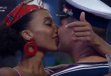 Sabrina de Paiva tentou beijar Rodrigo Phavanello logo no início do reality A Fazenda 11 da Record (Foto: Reprodução/PlayPlus)
