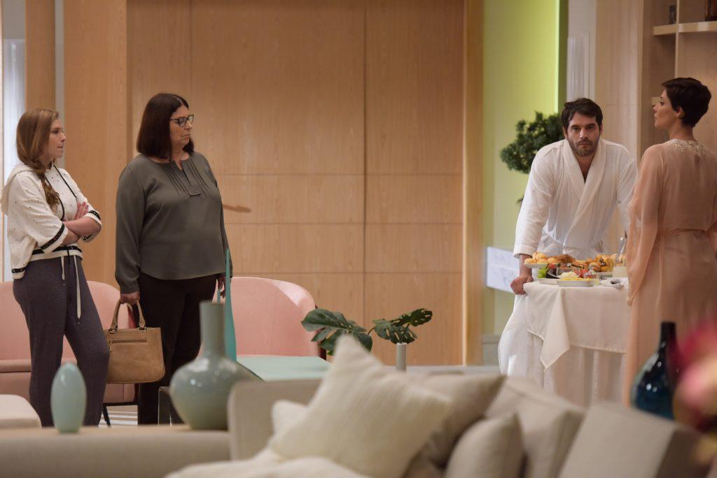 Lima mostra o quando é folgado em Topíssima na cena com Camila Rodrigues