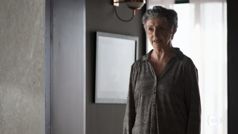 Berta (Ana Lúcia Torre) esconde segredo de Camilo (Lee Taylor) em A Dona do Pedaço (Foto: Reprodução/Globo)