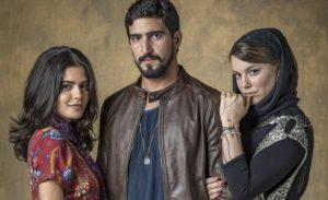 Jamil (Renato Góes), Laila (Julia Dalavia) e Dalila (Alice Wegmann) em Órfãos da Terra (Foto: Globo/Paulo Belote)