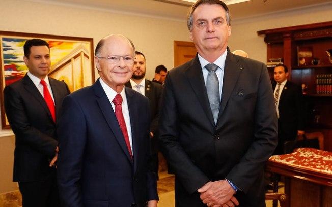 O presidente Jair Bolsonaro ao lado de Edir Macedo, dono da Record (Foto: Reprodução)