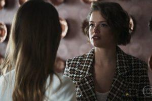 Josiane (Agatha Moreira) será dará mal ao tentar matar Fabiana (Nathalia Dill) após chantagem na novela A Dona do Pedaço (Foto: Reprodução/Globo)