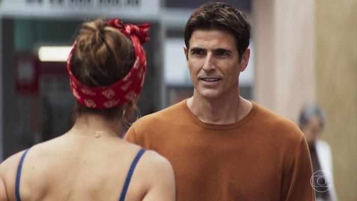 Régis (Reynaldo Gianecchini) em cena de A Dona do Pedaço; novela em alta no ibope (Foto: Reprodução/Globo)