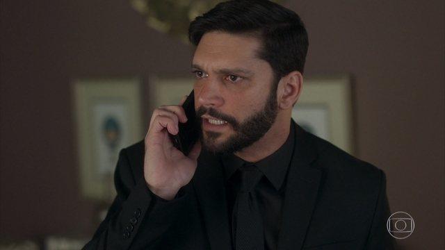 Diogo (Armando Babaioff) em cena de Bom Sucesso, que registrou ótima audiência (Foto: Reprodução/Globo)