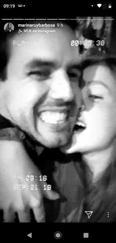 """Marina Ruy Barbosa surgiu em vídeo """"maltratando'' o marido com mordidas na bochecha (Foto: Reprodução/ Instagram)"""