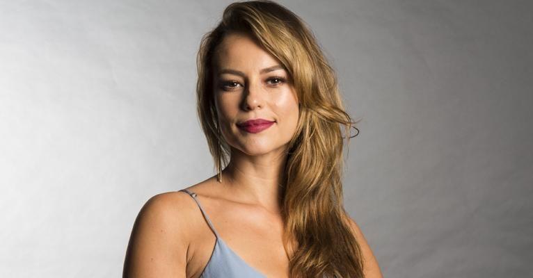 Paolla Oliveira resolveu aproveitar a solteirice (Foto: Reprodução)