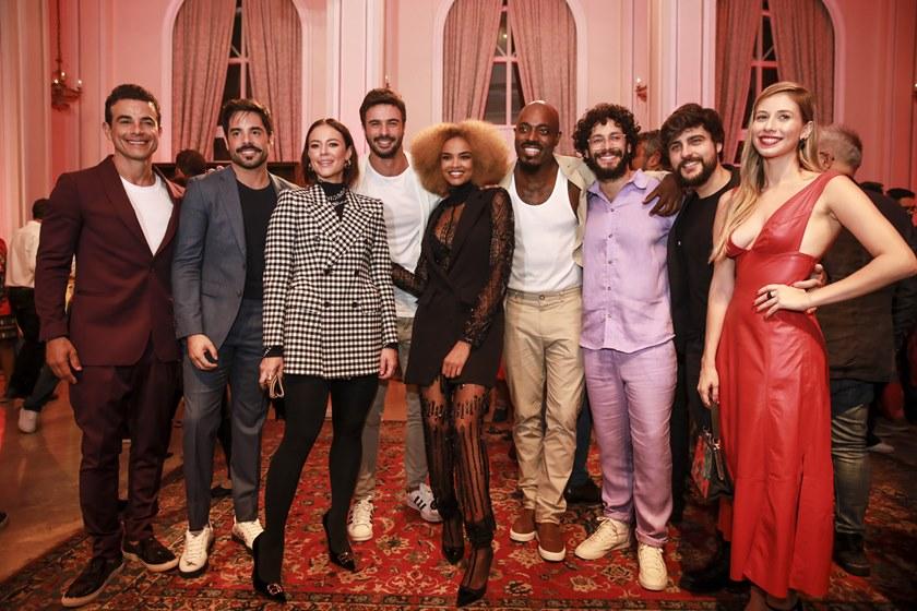 Parte do elenco de A Dona do Pedaço, novela das 21h exibida pela Globo (Foto: Reprodução)