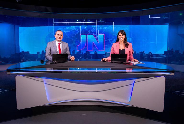 Ayres Rocha e Jéssica Senra na bancada do Jornal Nacional (Foto: Divulgação/Globo)