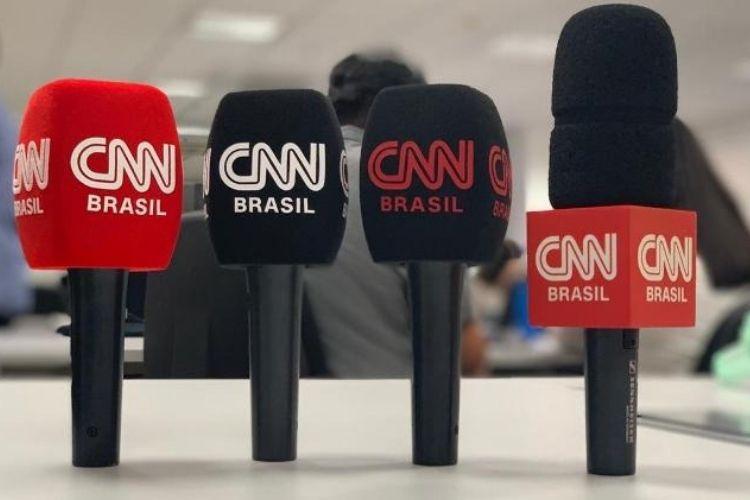 Modelos de microfone da CNN Brasil, que estreia em março (foto: divulgação/CNN Brasil)