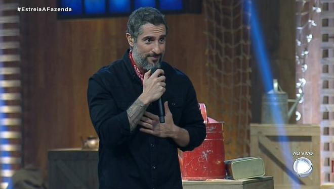 Marcos Mion na estreia de A Fazenda 11, que amargou pior audiência inicial do reality (Foto: Reprodução/Record)