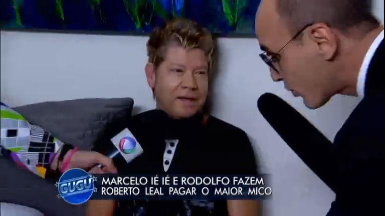 O jornalista Roberto Leal durante o programa de Gugu (Foto: Reprodução)