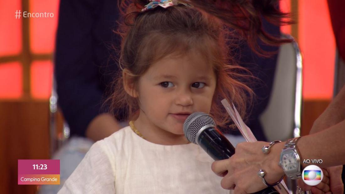 A Filha de Yanna Lavigne e Bruno Gissoni, Madelena deixou Fátima Bernardes constrangida nesta manhã (Foto: Reprodução/Globoplay)