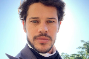 O famoso ator da Globo e ex-marido de Débora Nascimento, José Loreto causou na web ao compartilhar foto ousada (Foto: Reprodução/Instagram)