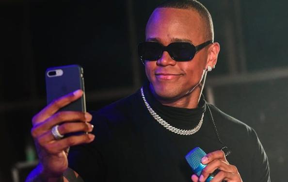 O famoso cantor de axé, Léo Santana se tornou um dos assuntos mais falados da web ai admitir sua metrossexualidade (Foto: Reprodução/Instagram)