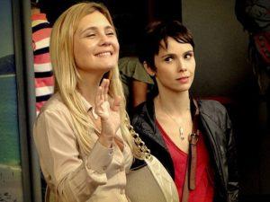 Carminha (Adriana Esteves) e Nina (Debora Falabella), as principais personagens de Avenida Brasil (Foto: Divulgação/Globo)