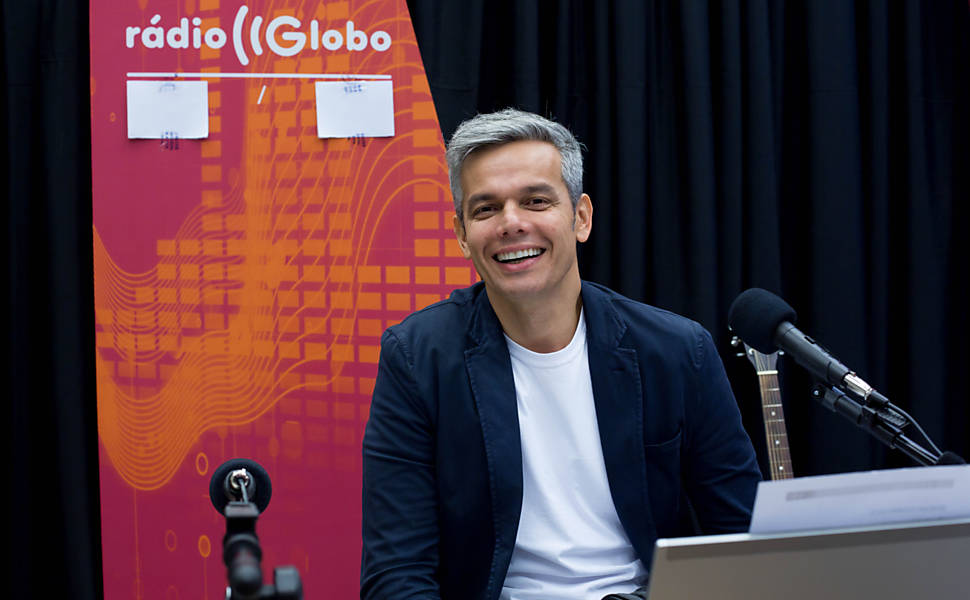 """Otaviano Costa pode estrear em breve no SBT. Na foto comandando seu programa """"No Ar com Otaviano"""" (Reprodução: Rádio Globo)"""