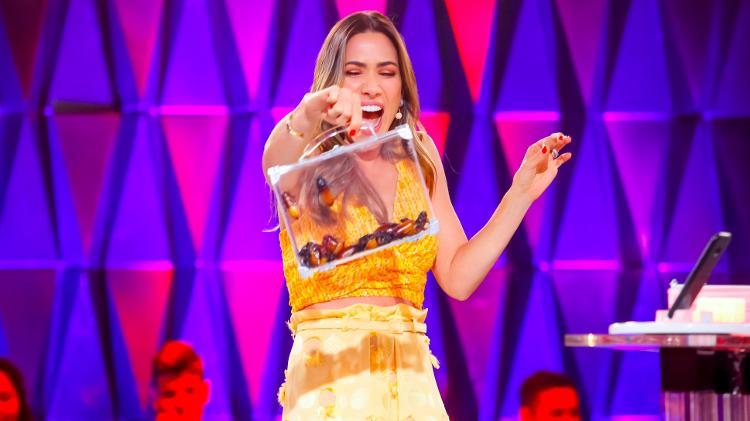 Patricia Abravanel ficou desesperada com 'invasão' de baratas no estúdio do seu programa (Foto: Gabriel Cardoso/SBT)