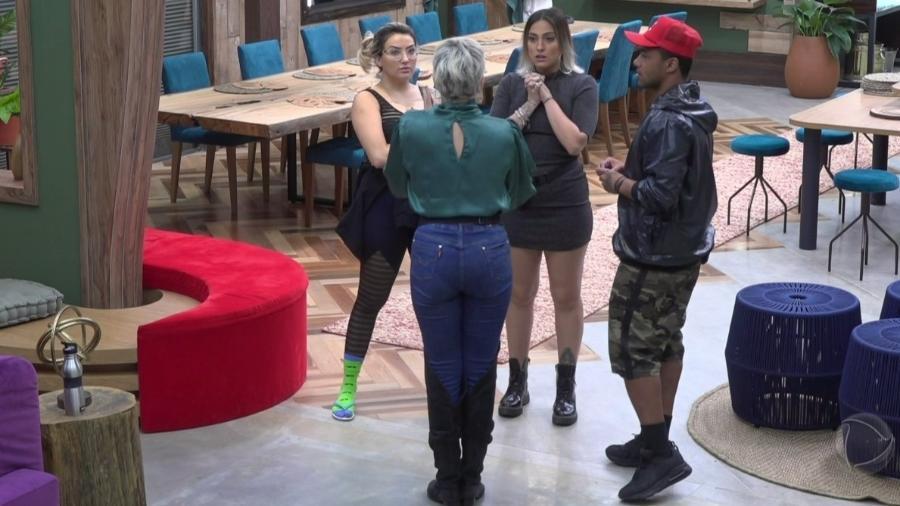 Andréa de Nóbrega e Tati Dias tiveram o primeiro desentendimento da Fazenda 11