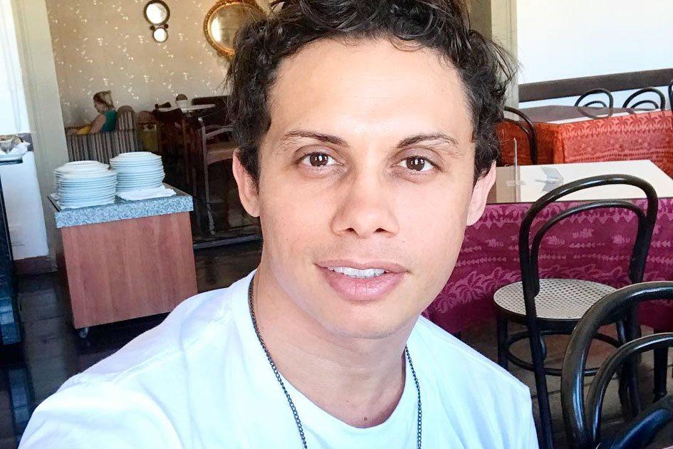Silvero Pereira relatou crush na infância em Marcio Garcia, também da Globo (Foto: Reprodução)