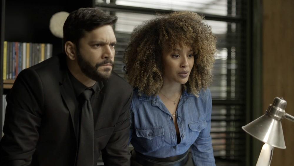 Diogo e Gisele em cena da novela das 19h, Bom Sucesso (Foto: Reprodução)