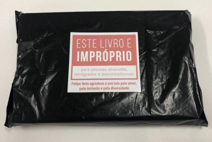 Livros comprados por Felipe Neto foram distribuídos na Bienal do Livro no Rio de Janeiro