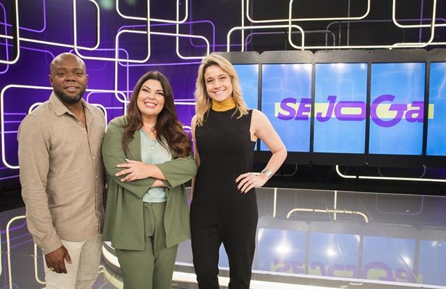 Érico Brás, Fabiana Karla e Fernanda Gentil no palco do programa Se Joga (Foto: Globo/Victor Pollak)