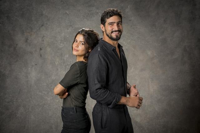 Julia Dalavia e Renato Góes em Órfãos da Terra (Foto: Globo/Victor Pollak)