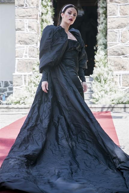 Vivi (Paolla Oliveira) aparecerá de preto em seu casamento com Camilo (Lee Taylor) em A Dona do Pedaço (Foto: Globo/Raquel Cunha)