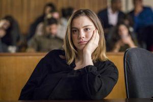 Dalila (Alice Wegmann) se dará mal em julgamento por causa de elemento surpresa em Órfãos da Terra (Foto: Globo/Paulo Belote)