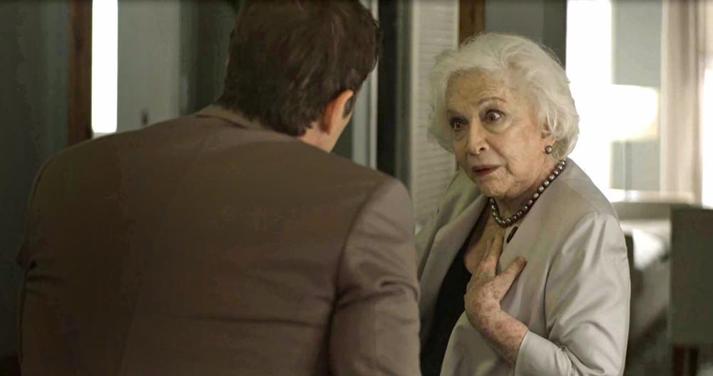 Gladys e Régis em cena da novela A Dona do Pedaço (Foto: Reprodução)