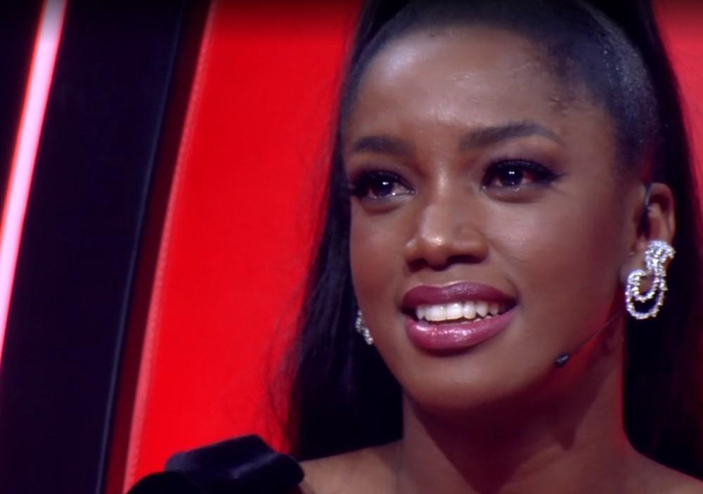 Iza chora no The Voice Brasil (Foto: Reprodução)