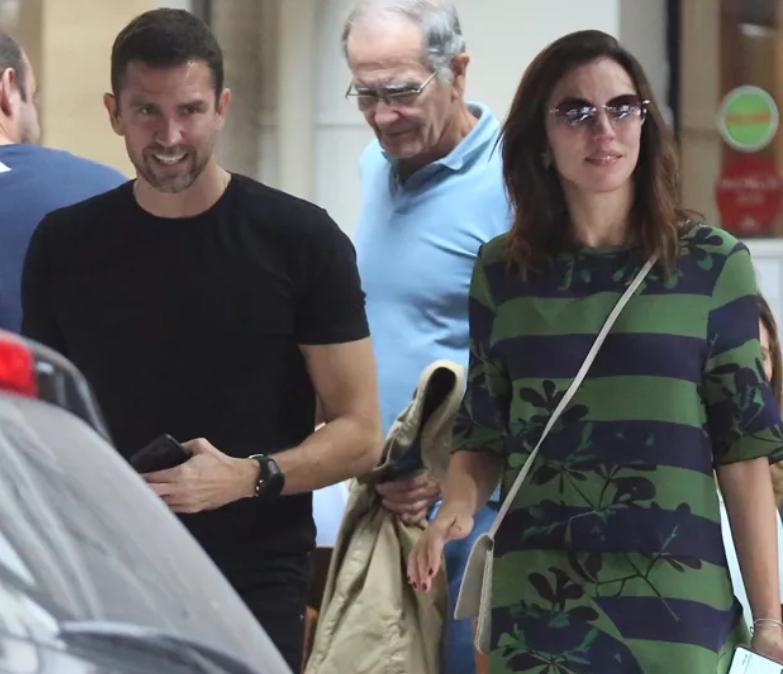 Jornalista da Globo, Ana Paula Araúio surge com Pedro Correa, seu namorado (Foto: Thiago Martins)