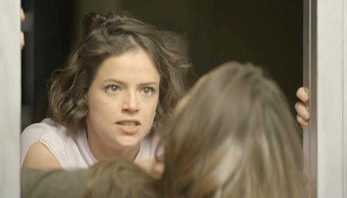 Josiane (Agatha Moreira) e Fabiana (Nathalia Dill) em cena de A Dona do Pedaço (Foto: Reprodução/Globo)