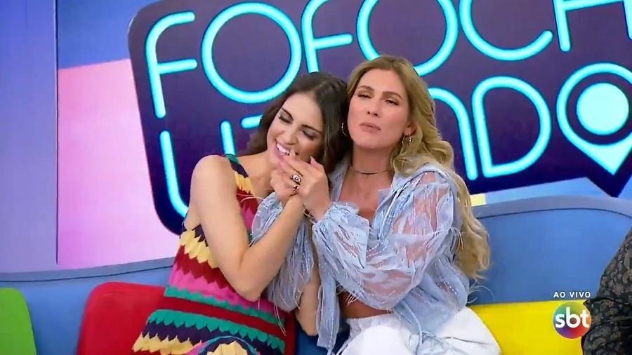 A apresentadora do SBT, Chris Flores estrou no comando do programa Fofocalizando para substituir Mama Bruscheta e recebeu recepção calorosa de Lívia Andrade (Foto: Divulgação)