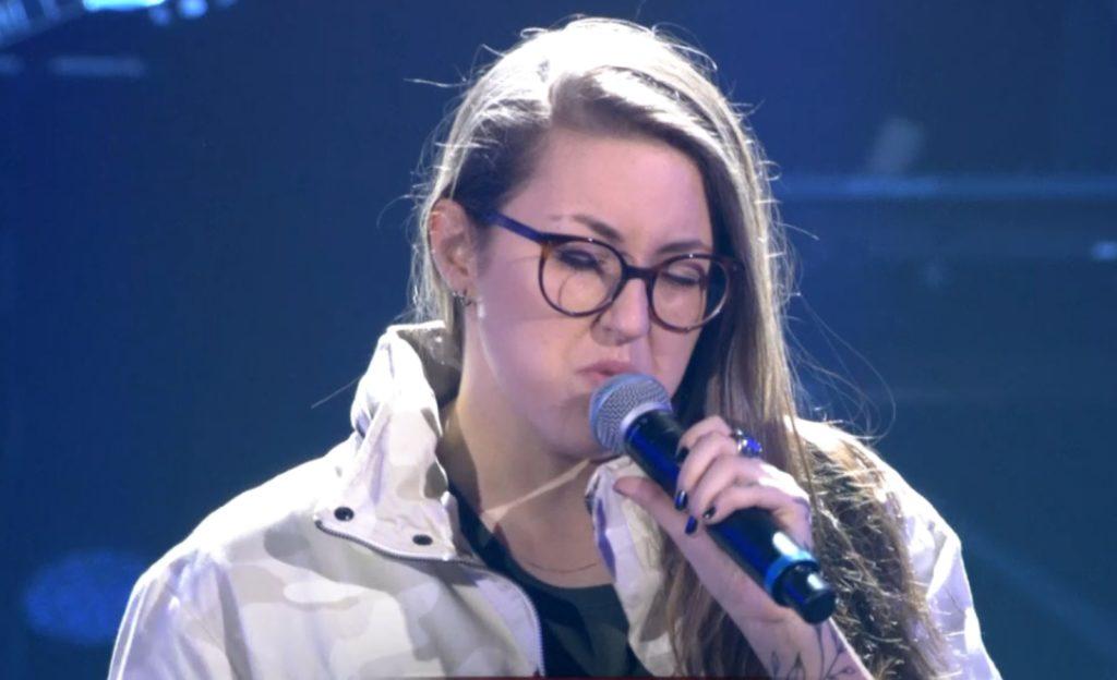 Luana Berti levanta comentários nas redes sociais após cantar música de Anitta no The Voice Brasil (Foto: Reprodução)
