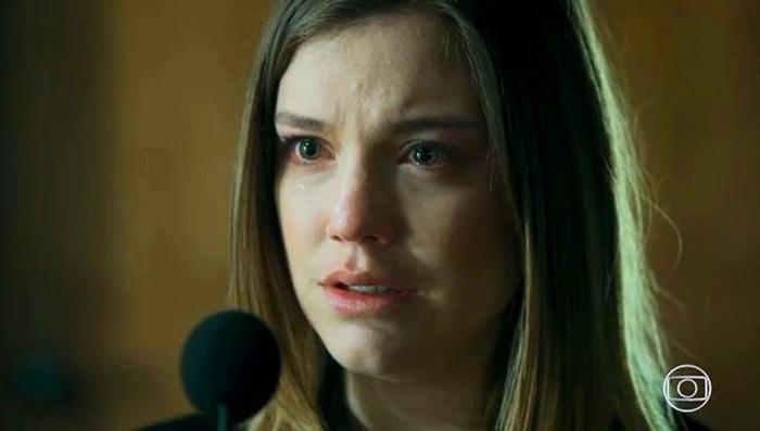 Dalila (Alice Wegmann) terá as dores do parto na cadeia em Órfãos da Terra (Foto: Reprodução/Globo)