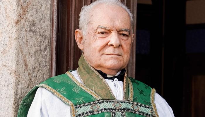 Othon Bastos será padre em remake da novela Éramos Seis na Globo (Foto: Globo/Raquel Cunha)